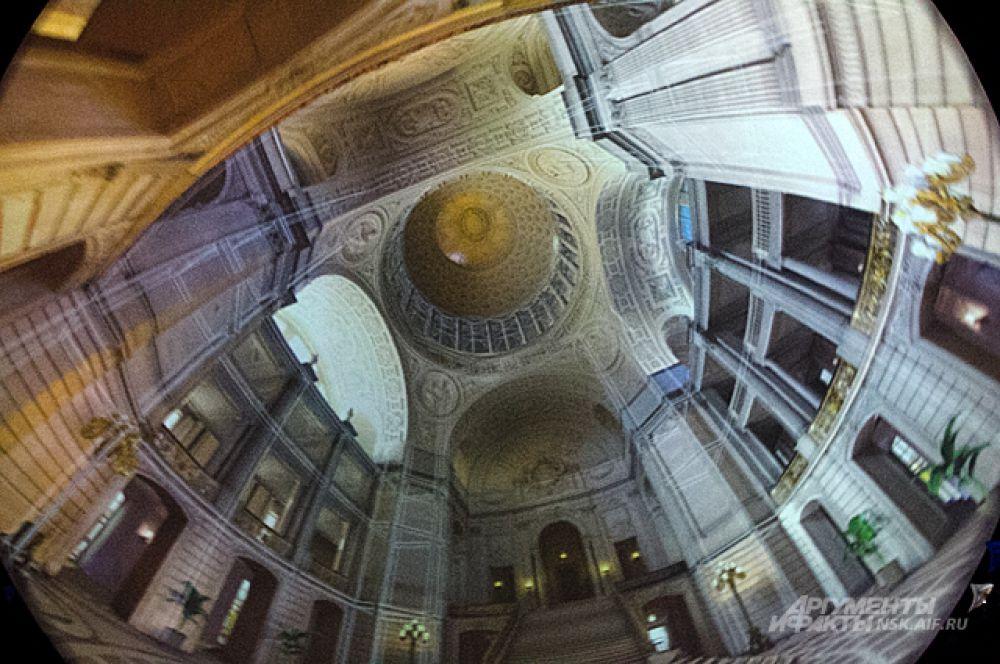 Панорама одного из ватиканских соборов снятая на объектив типа «рыбий глаз». В действительности, на сеансе полнокупольного кино перспектива не изгибается, но осмотреть её одним взглядом невозможно: изображение повсюду.