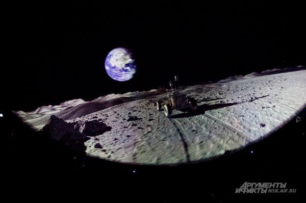 Лунный ровер из донецкого фильма «Удивительное путешествие по Солнечной системе». Качество трёхмерных моделей столь высоко, что напоминает живое видео.