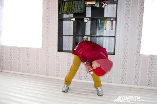 Хождение по потолку вызывает у посетителей восторг.