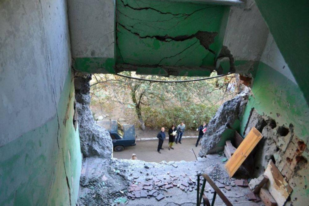 В Славянске застекляют выбитые окна