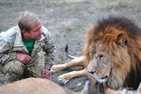 Олег Зубков, считает, что с животными общаться проще, чем с людьми, потому что они искренние.