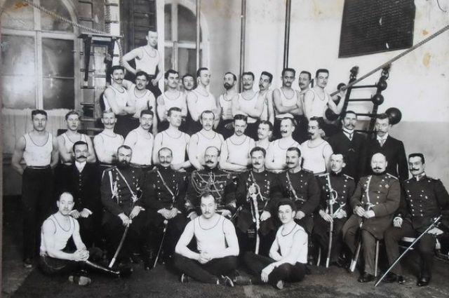 Офицеры-преподаватели Главной гимнастическо-фехтовальной школы.