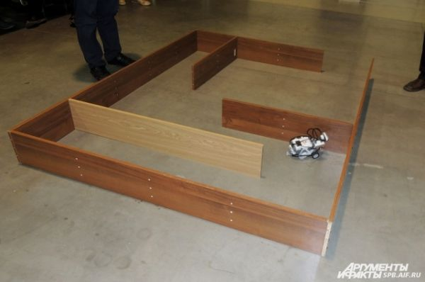 Робот заблудился в лабиринте.