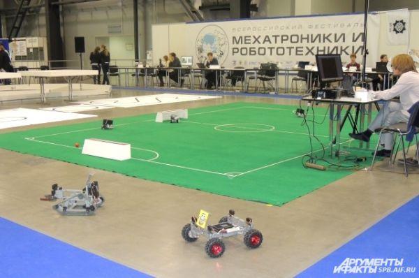 В фестивале приняли участие ученые и роботы со всей страны.