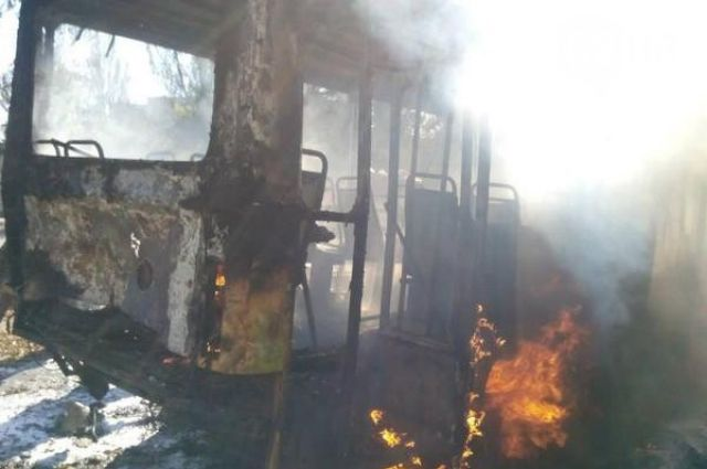 Взорванный террористами автобус в Донецке