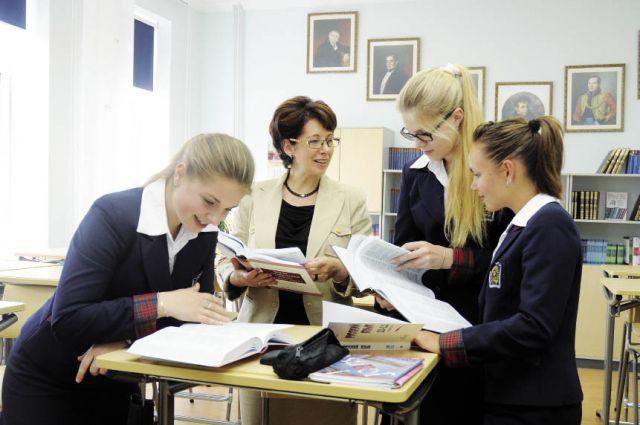В этом году 1200 школьников сдали три предмета ЕГЭ на 225 баллов.