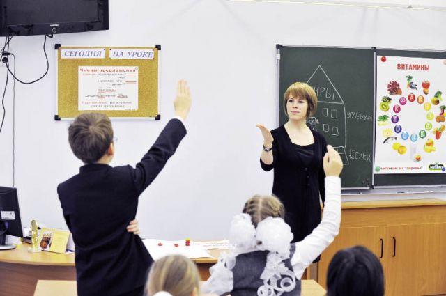 Участвовать в программе могут учителя в возрасте до 35 лет со стажем работы не менее года.