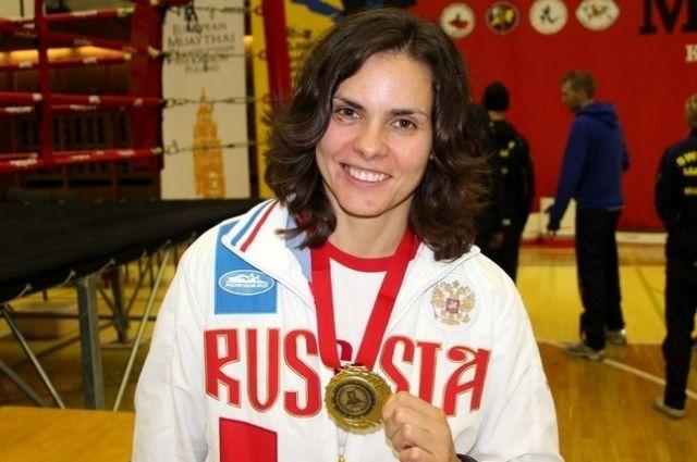 Анастасия Непианиди свободное от бокса время работает стоматологом.