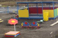 Новый садик имеет на территории множество развлечений для малышей.