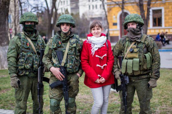 16 марта в Крыму прошел референдум, по итогам которого полуостров воссоединился с Россией. В обеспечении безопасности голосования деятельное участие приняли «вежливые люди» - военные без опознавательных знаков.