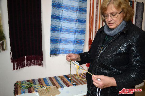 Наталья Загородникова преподаёт ткачество в Русской академии ремесел в Москве.