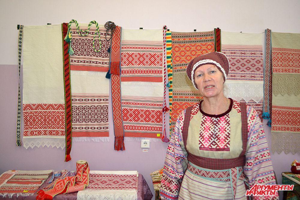 Представительница Пермского края подчеркнула, что в своих работах она и ее ученики стараются сохранить старинные узоры родного края.