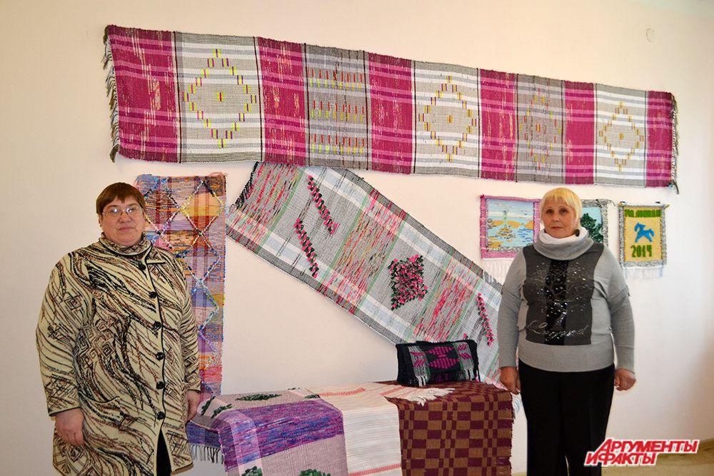 Работники Полавского дома ремесел и фольклора из Новогородской области более 10 лет занимаются ткачеством и обучают ремеслу всех желающих.