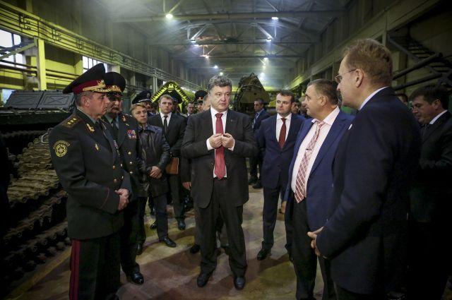 Петр Порошенко во время рабочей поездки во Львове