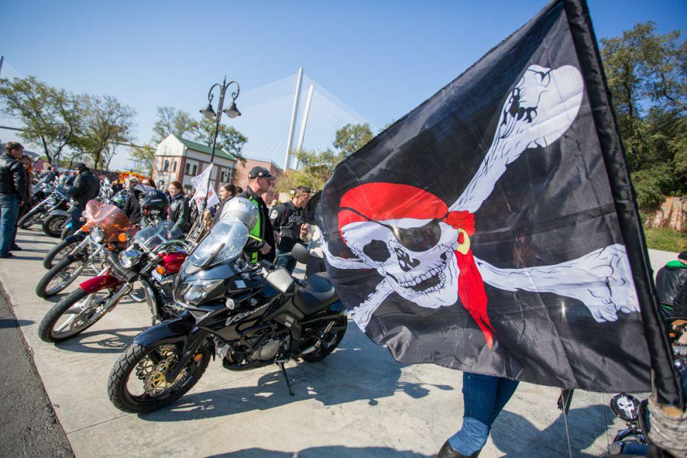 Флаги украшали многие мотоциклы.