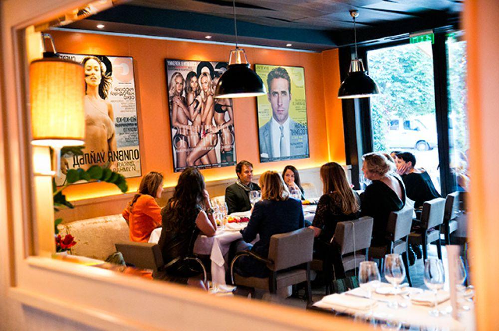 Еще одним пунктом вечера стал закрытый ужин с Франсуа. Избранным гостям посчастливилось лично узнать у режиссера его впечатления от российских столиц.