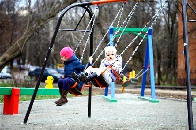 На месте демонтированных детских площадок власти Челябинска установят новые