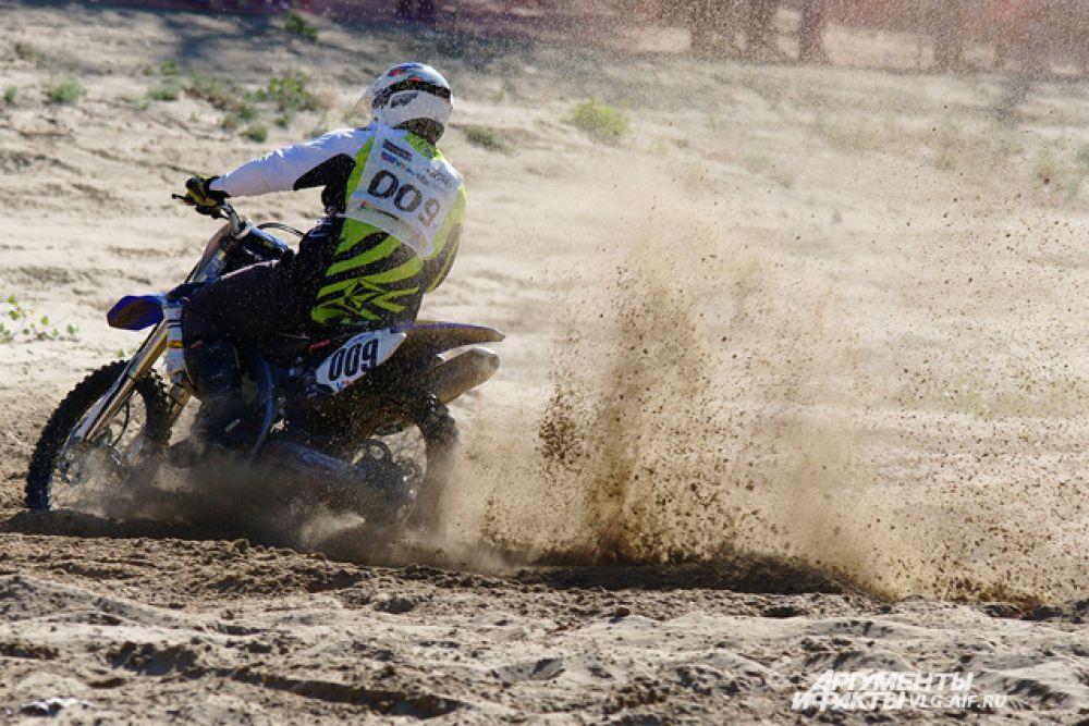 Эндуро-кросс – гонки на мотоциклах по пересеченной местности.