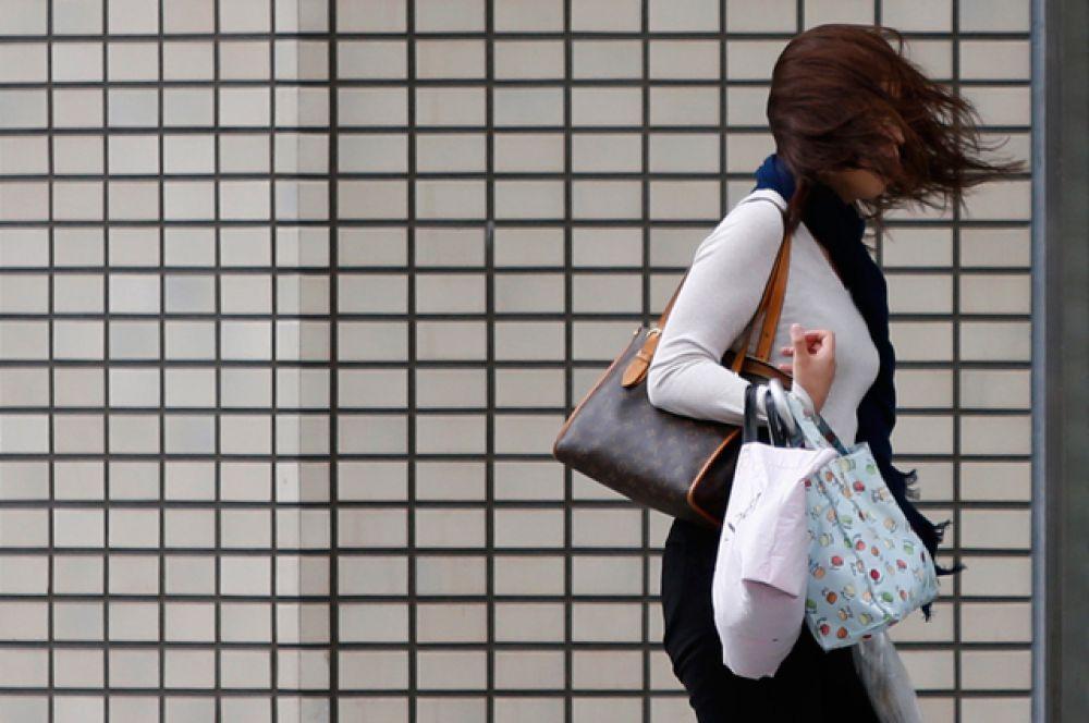 Штормовое предупреждение в общей сложности объявлено в 11 из 47 префектур страны.