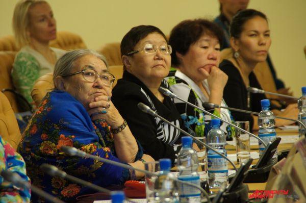 Участники фестиваля обсудили насущные проблемы коренных народов за круглым столом.
