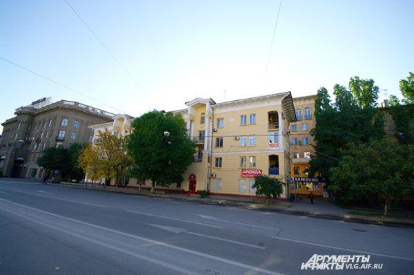 Дом на пересечении улиц Володарского и Мира отличает нестандартный подход к проекту и сложная конструкция.