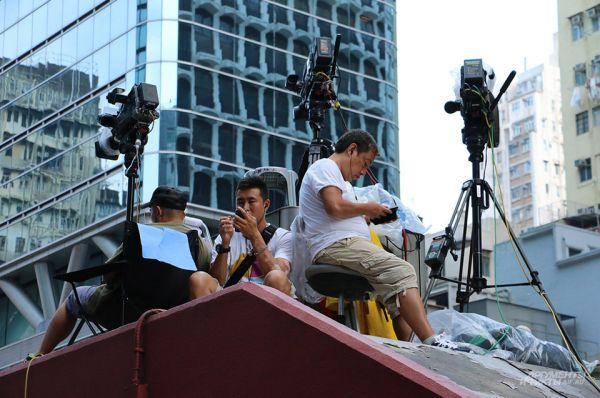 На протяжении нескольких дней деловая активность Гонконга была фактически парализована. В этот период начались первые стычки с местной полицией.