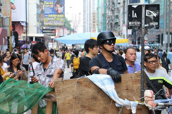На протяжении нескольких недель активисты проводили мирные демонстрации, требуя от властей Китая либерализации в отношении Гонконга. Представители «Оккупай Централи» настаивали, например, на проведении демократических выборов главы региона.