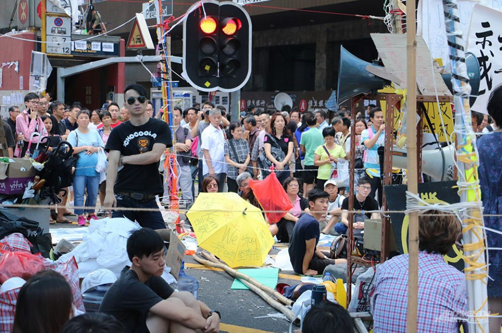 Несколько сотен активистов остаются на улицах. Они подчёркивают мирный характер своего протеста: «Мы приносим свои извинения общественности, мы надеемся, что всё закончится мирно. Мы не преследуем цели подрывать общественное спокойствие».