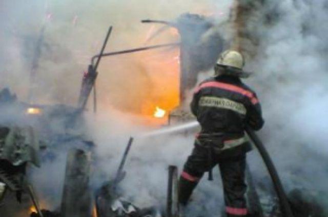 Пожар уничтожил полностью дом.