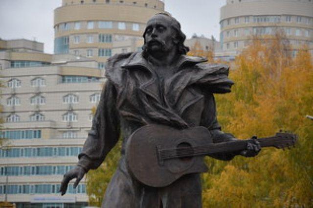 В Екатеринбурге открыли памятник белорусскому «песняру» Владимиру Мулявину