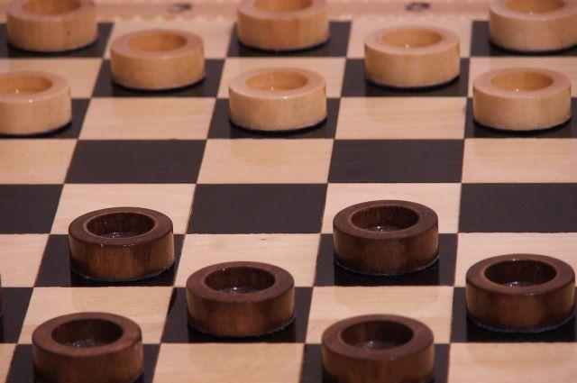 Братчанка Нона Савина одержала убедительную победу в соревнованиях по шашкам.