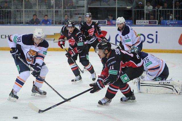 «Авангард» потерпел поражение в матче с «Ладой».