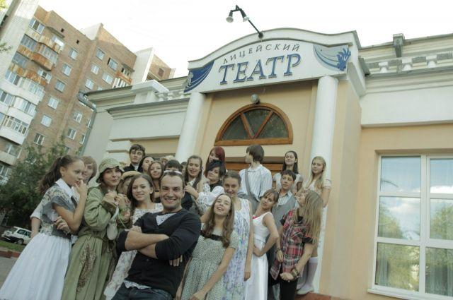Артисты Лицейского театра в честь юбилея приготовили интересное представление.