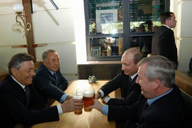 В 2005 Путин пил пиво с президентом Казахстана в пабе на челябинской Кировке.