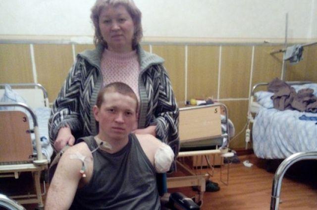 В Саше Семёнову из Челябинска приехала мама.