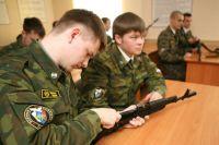 В любом вузе можно получить две специальности - военную и гражданскую.