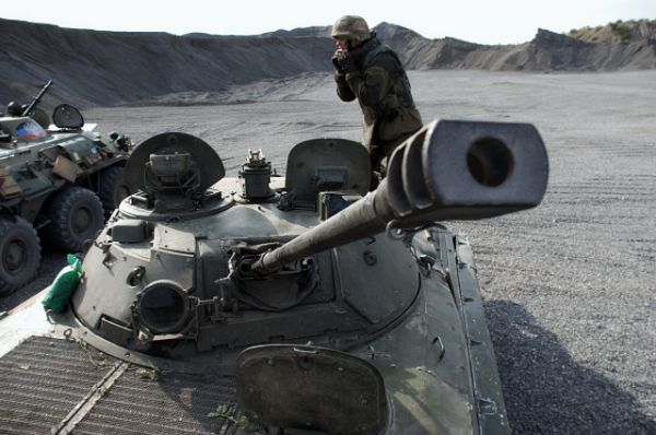 БМП-2 — советская и российская гусеничная боевая машина пехоты, предназначенная для транспортировки личного состав. Экипаж машины состоит из трёх человек — механика-водителя, оператора-наводчика и командира. Также в машине перевозится десант из 7 человек, которые могут вести огонь через специальные амбразуры из личного оружия. Корпус и башня БМП-2 сварены из катаных стальных броневых листов толщиной от 5 до 19 мм.