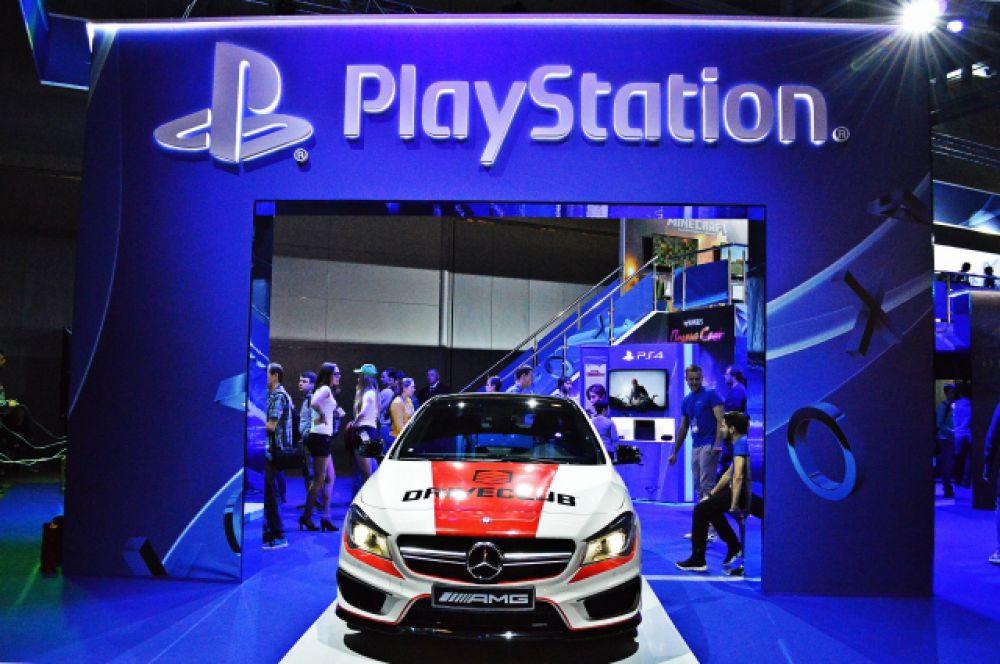 Mercedes-Benz на стенде Sony Playstation.