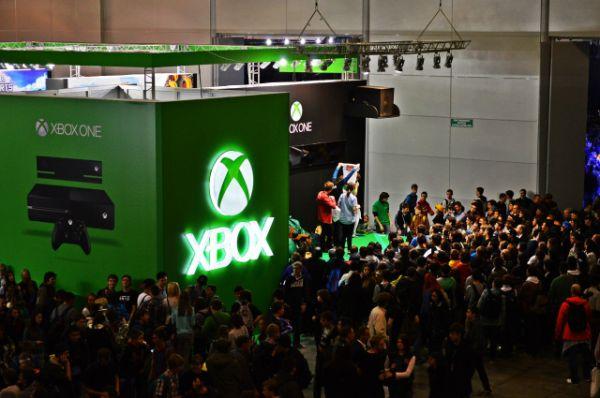 Стенд Microsoft Xbox был выполнен в форме коробки приставки.