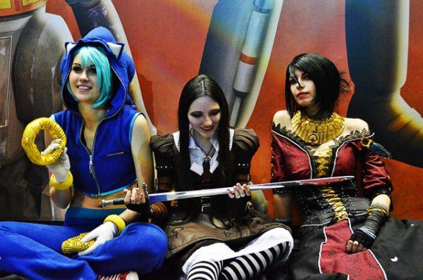 Ёжик Соник, Алиса и Морриган из игры Dragon Age.