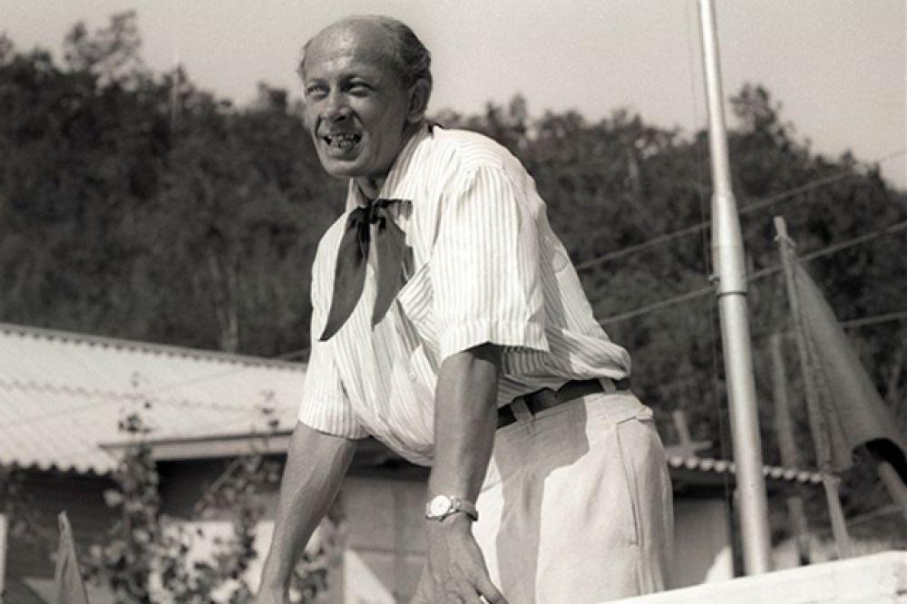 Дынин, начальник пионерского лагеря («Добро пожаловать, или Посторонним вход воспрещён» 1964)