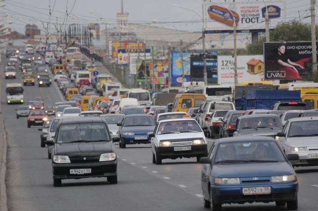 На трех улицах Омска изменится схема движения.