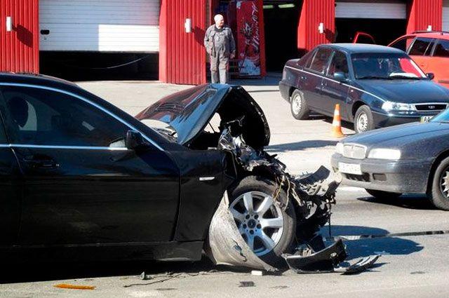 Разбитый BMW.