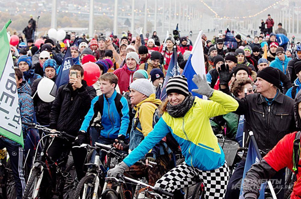 По некоторым оценкам, в заезде приняли участие более 500 новосибирских велосипедистов.