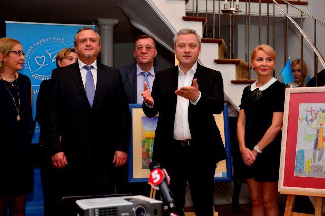 Фонд Янковского открыл в Париже выставку детских картин