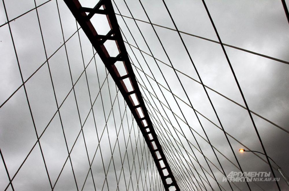 Общий вес металлоконструкций виадука с аркой — 27 тысяч тонн.