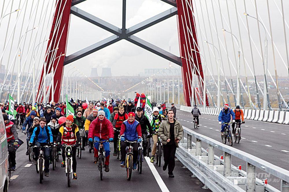 Велосипедисты явились в столь внушительном количестве, что их группе не было видно конца и края.