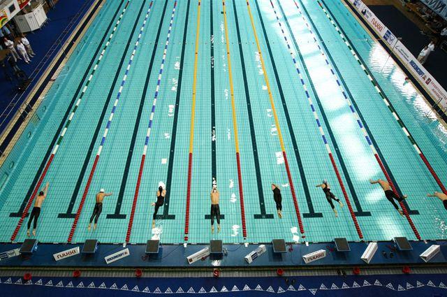 Школьники состязались в плавании, стритболе, легкой атлетике, пулевой стрельбе, пионерболе и маунтинбайке.