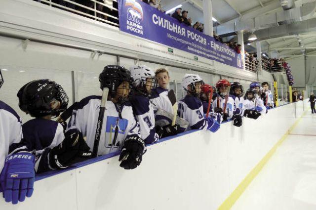 Будущие чемпионы вышли на новый лед.