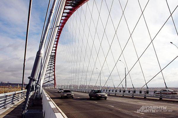 Красивейшая и самая большая сетчатая вантовая арка в СНГ. Как сказал Президент РФ Владимир Путин, Бугринский мост - заметное явление не только в России, но и вообще в мировой практике.